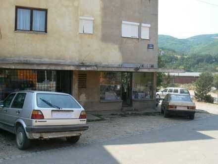 Samochody bez rejestracji w serbskiej miejscowości Liposavic w Kosowie /INTERIA.PL