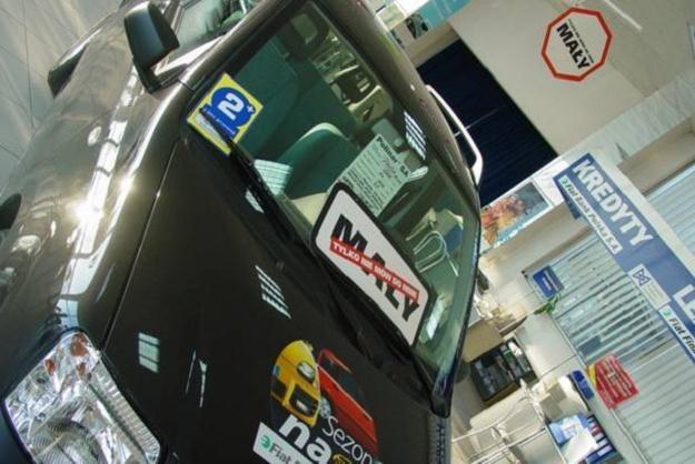 Samochody ciągle sprzedają się źle /INTERIA.PL