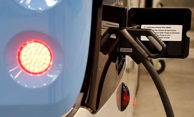 Samochody elektryczne są dla nas za drogie? /AFP