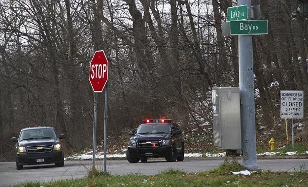 Samochody policyjne niedaleko miejsca tragedii w Webster /AFP