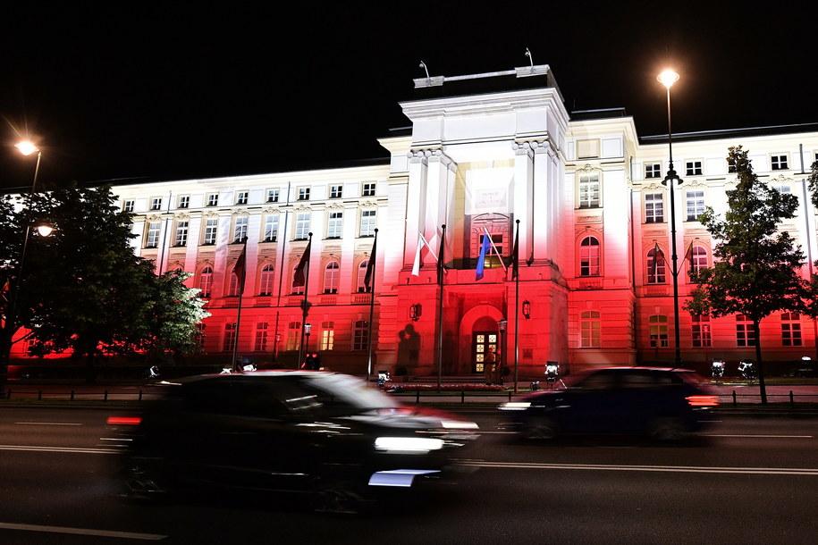 Samochody przed Kancelarią Prezesa Rady Ministrów (zdj. arch.) / Marcin Obara  /PAP
