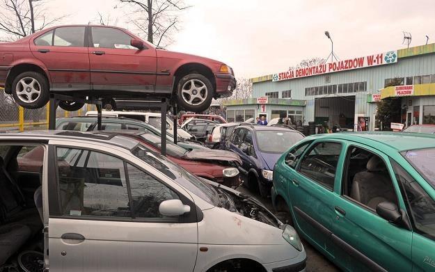 Samochody są demontowane. Ale nie zawsze legalnie / Fot: Jan Bielecki /East News