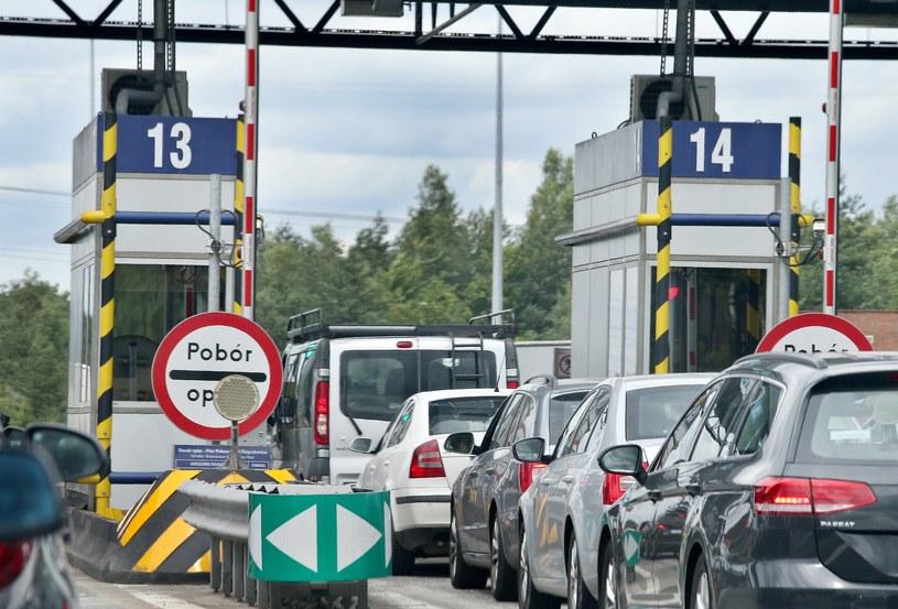 Samochody stojące w kolejce do poboru opłat na A4 /Damian Klamka /East News