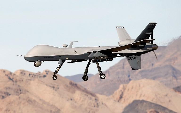 Samodzielne drony wyposażone w samouczące się algorytmy będą stawały się coraz lepsze w zabijaniu /AFP