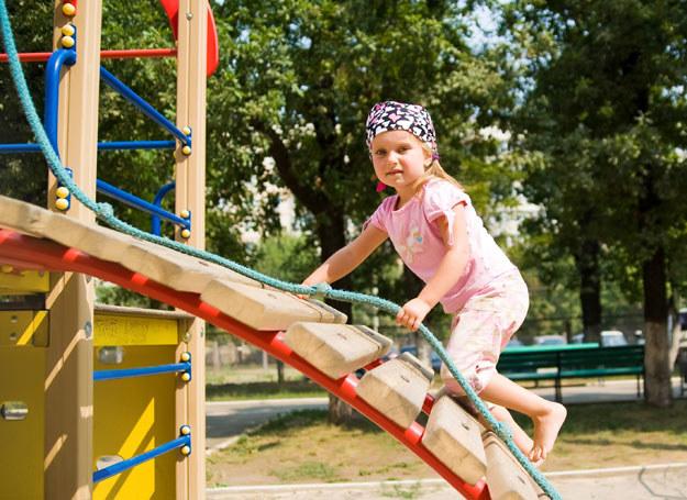 Samodzielność dziecka ma swoje plusy, ale dbaj o jego bezpieczeństwo. Ono jest najważniejsze! /123RF/PICSEL