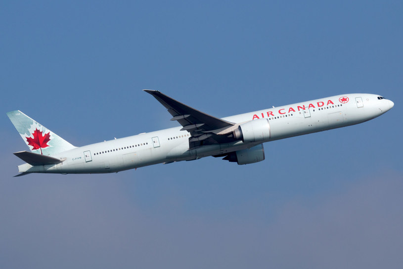 Samolot Air Kanada Boeing 777 /Markus Mainka /123RF/PICSEL