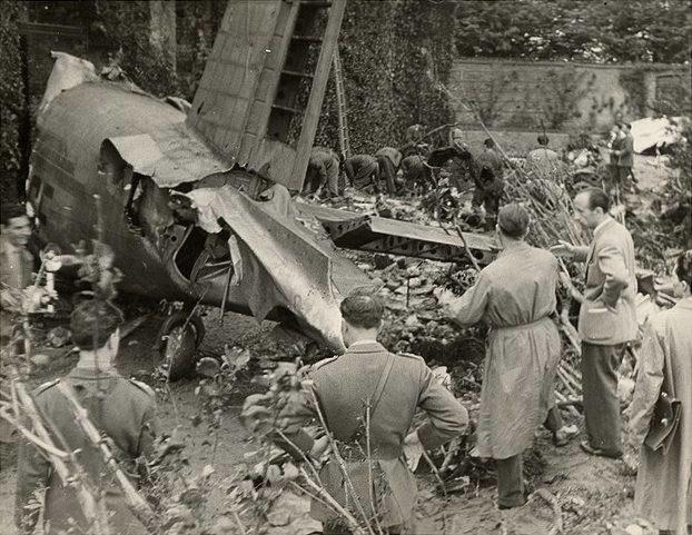 Samolot Fiat G.212CP, który rozbił się na wzgórzu Superga /Kikapress /PAP/EPA