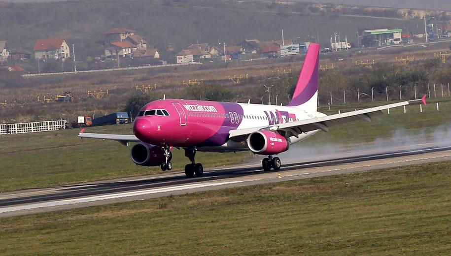 Samolot, który musiał lądować z powodu alarmu /ROBERT GHEMENT /PAP/EPA