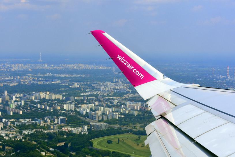 Samolot lecący nad Burgas /Albin Marciniak /East News