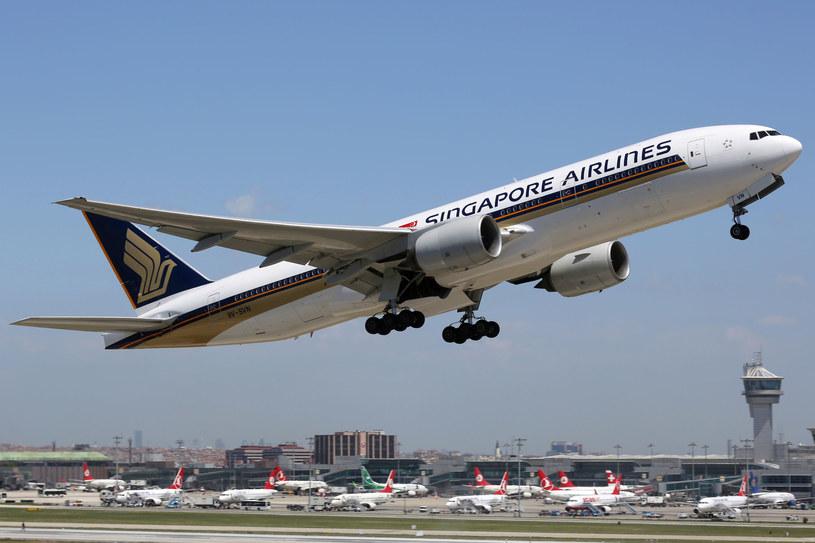 Samolot linii Singapore Airlines /123RF/PICSEL