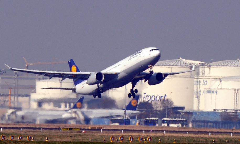 Samolot Lufthansy startujący z lotniska we Frankfurcie /DPA/Daniel Reinhardt /PAP
