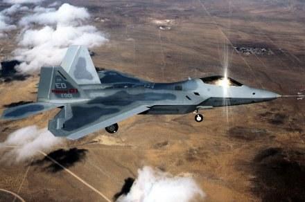 Samolot myśliwski F-22 /AFP