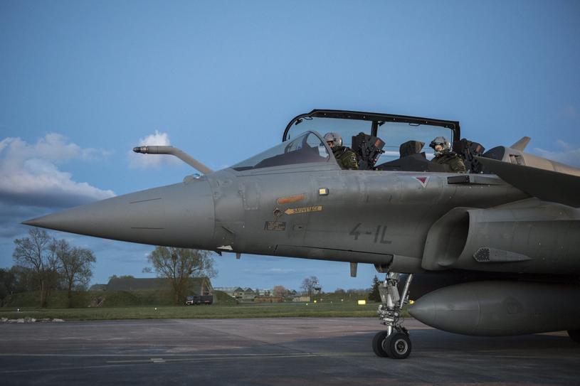 Samolot myśliwski Rafale przygotowujący się do startu w powietrznej bazie wojskowej Saint-Dizier we wschodniej Francji, 13 kwietnia 2018 roku /PAP/EPA