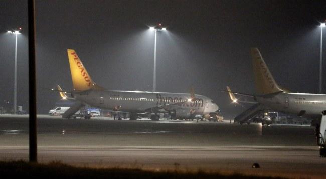 Samolot, na pokładzie którego doszło do incydentu /PAP/EPA/TOLGA BOZOGLU /PAP/EPA