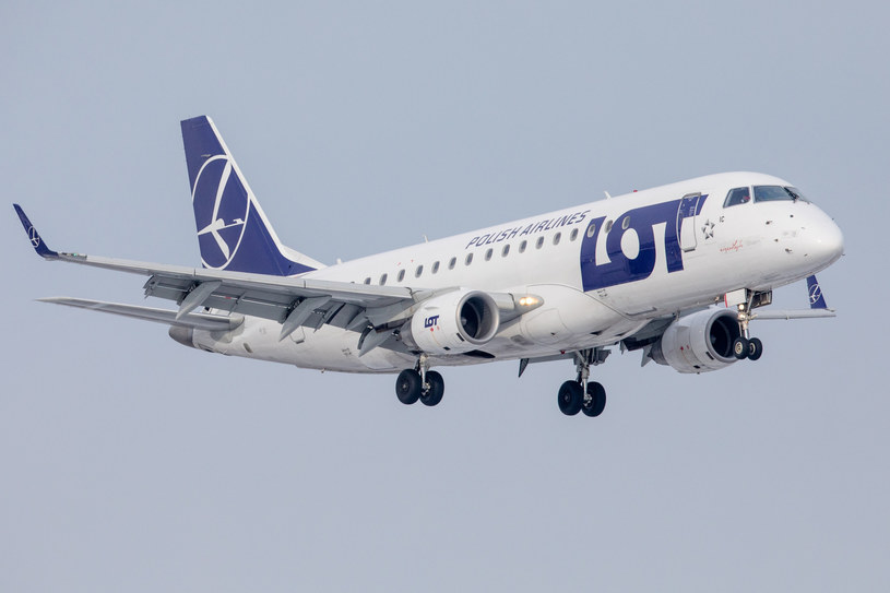 Samolot PLL LOT Embraer ERJ-175LR, zdj. ilustracyjne /Fot Tomasz Jastrzebowski /Reporter