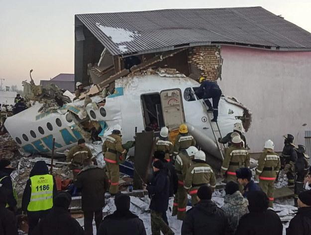 Samolot runął kilka minut po starcie /COMMITTEE FOR EMERGENCY SITUATIONS OF KAZAKHSTAN HANDOUT /PAP/EPA