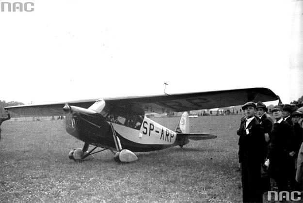Samolot RWD-5 podczas pokazów w Krakowie (1933) /Z archiwum Narodowego Archiwum Cyfrowego