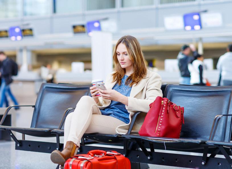 Samolot się spóźnia? Możesz liczyć na odszkodowanie /123RF/PICSEL