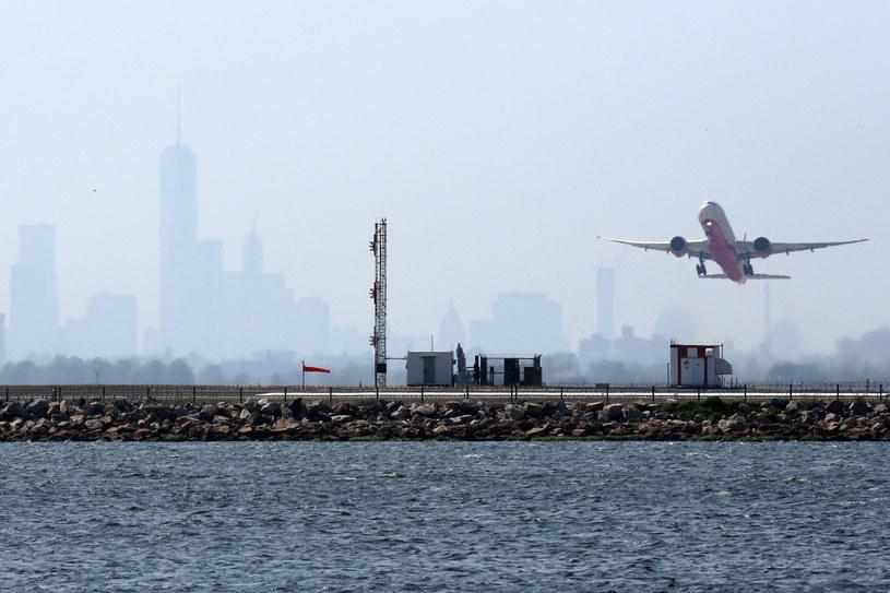 Samolot startuje z nowojorskiego lotniska im. Johna F. Kennedy'ego /AFP