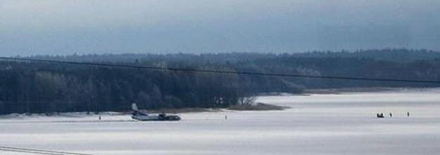 Samolot transportowy AN-26 należący do polskiego przewoźnika Exin w czwartek rano lądował awaryjnie /