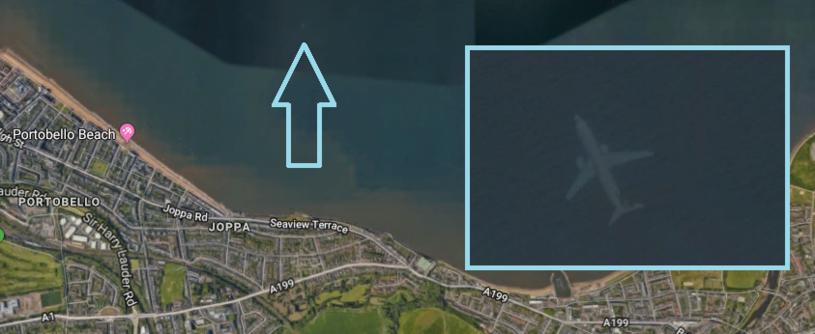 Samolot u wybrzeży Szkocji wygląda, jakby był pod wodą. Nikt nie wie, dlaczego /Google Maps /domena publiczna