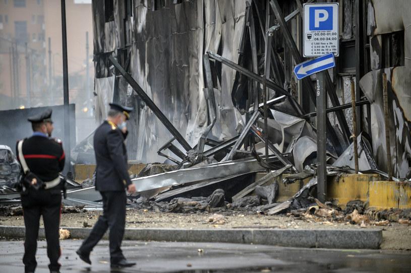 Samolot wleciał w budynek /LaPresse/Associated Press /East News
