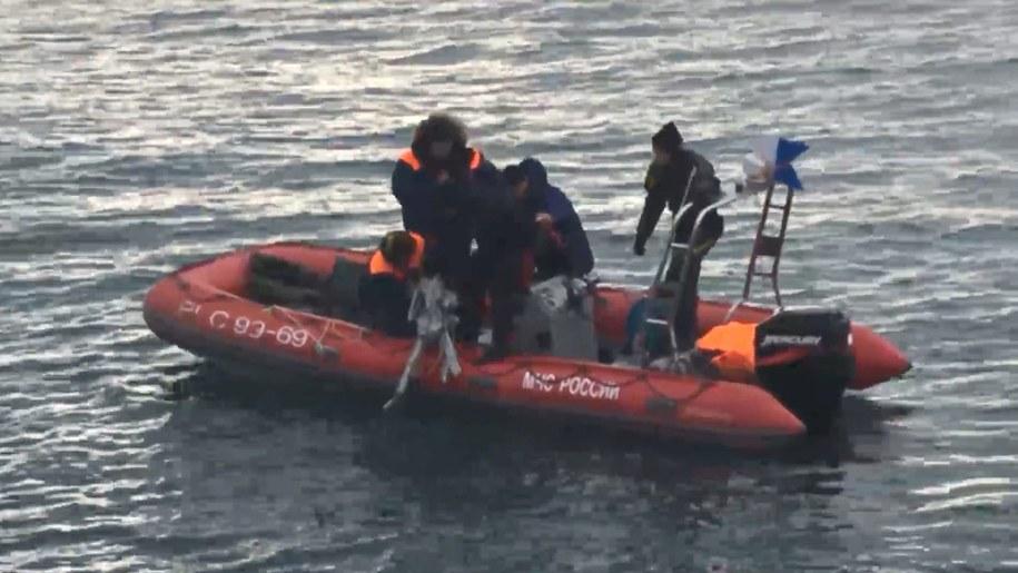 Samolot z 92 osobami - 84 pasażerami i ośmioma członkami załogi - spadł w niedzielę do Morza Czarnego /RUSSIAN EMERGENCY MINISTRY HANDOUT /PAP/EPA