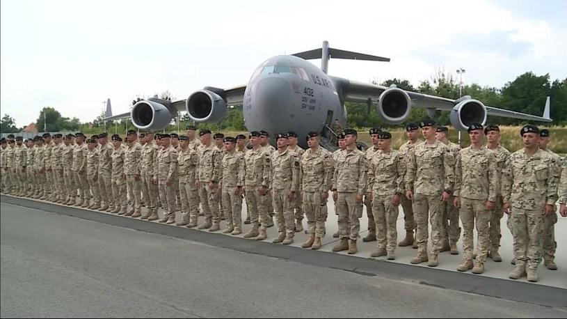 Samolot z kilkudziesięcioma żołnierzami wylądował w piątek po południu na wojskowym lotnisku we Wrocławiu /Polsat News