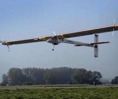Samolot zasilany energią słoneczną rozpoczął transkontynentalny lot