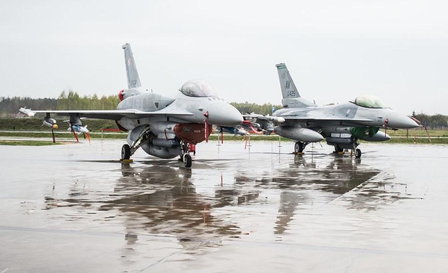 Samoloty F-16 /Grzegorz Michałowski /PAP
