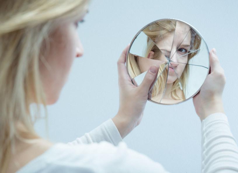 Samoocena ma wplyw na twoje życie erotyczne /123RF/PICSEL