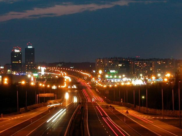 Samorządy nie mają pieniędzy na oświetlanie dróg. FOT. ANDRZEJ WAWOK /Reporter