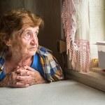 Samorządy próbują karać, właściciele kombinują. 128 domów seniora działa bez zezwolenia