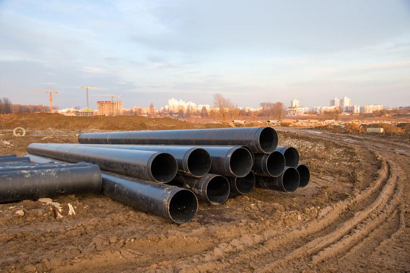 Samorządy, z rozmachem i nie licząc kosztów dla mieszkańców, planują rozbudowę sieci kanalizacyjnych /123RF/PICSEL