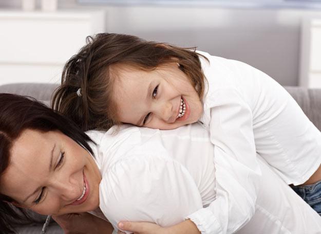 Samotne matki nie są zdane tylko na siebie /123RF/PICSEL