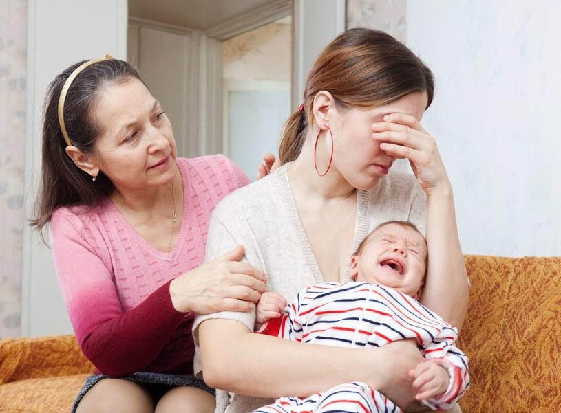 Samotne matki są w Polsce dyskryminowane. /123RF/PICSEL