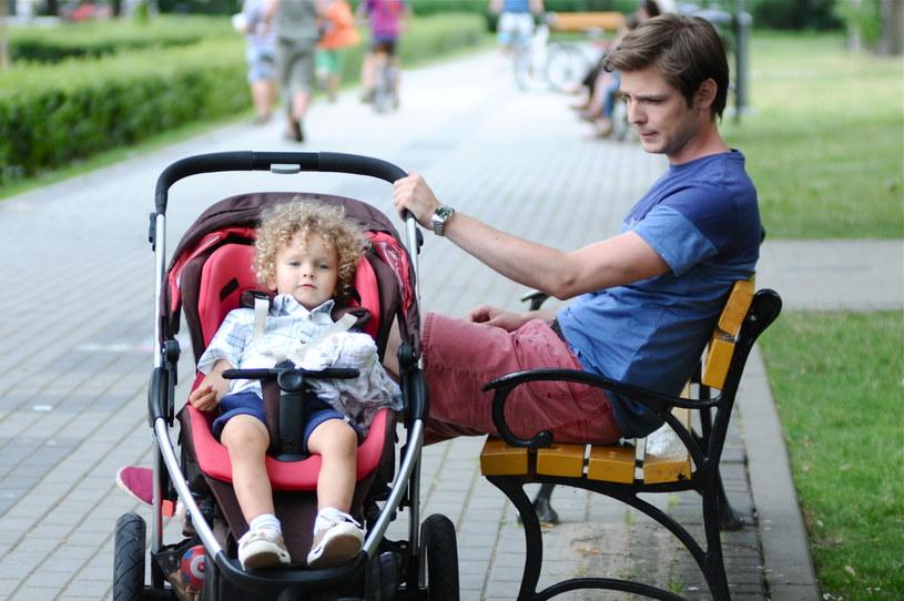 Samotny ojciec będzie wzbudzał zainteresowanie płci przeciwnej... /Polsat