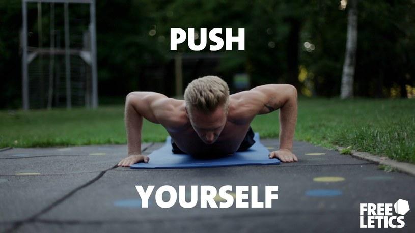 Samotny trening to jedna z opcji. Lecz zawsze łatwiej ćwiczyć w grupie /Freeletics.com /materiały prasowe