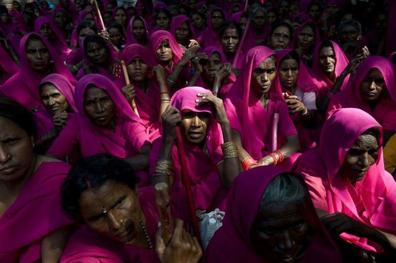Sampat Pal Devi zaczynała w pojedynkę. Dziś ma już 200 tysięcy zwolenniczek /AFP