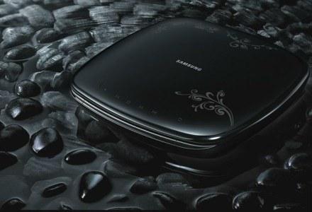 Samsung F1080 - wygląda niecodziennie, sprawuje się standardowo. Nie ma na co narzekać. /materiały prasowe