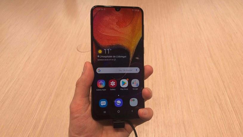 Samsung Galaxy A50 na stoisku Samsunga na targach MWC 2019 /INTERIA.PL