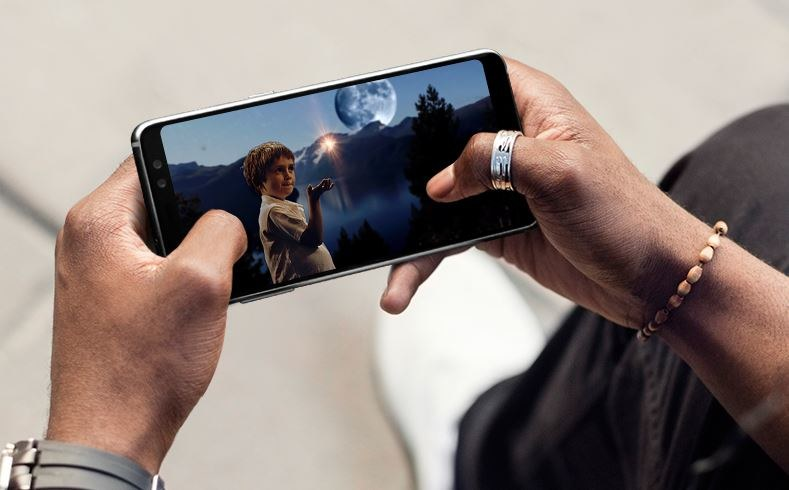 Samsung Galaxy A8 2018 został wyceniony na 2099 złotych /materiały prasowe