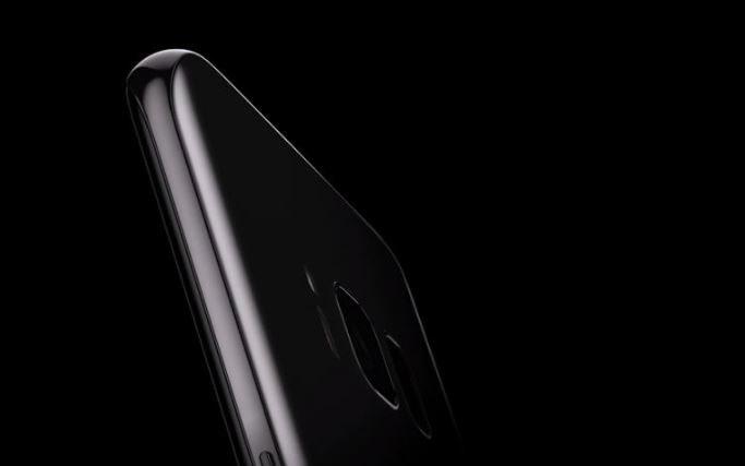 Samsung Galaxy S10 z odwrotnym, bezprzewodowym ładowaniem /materiały prasowe
