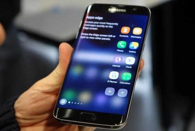 Samsung Galaxy S7 edge - jeden ze smartfonów obsługujących Wi-Fi Calling /AFP