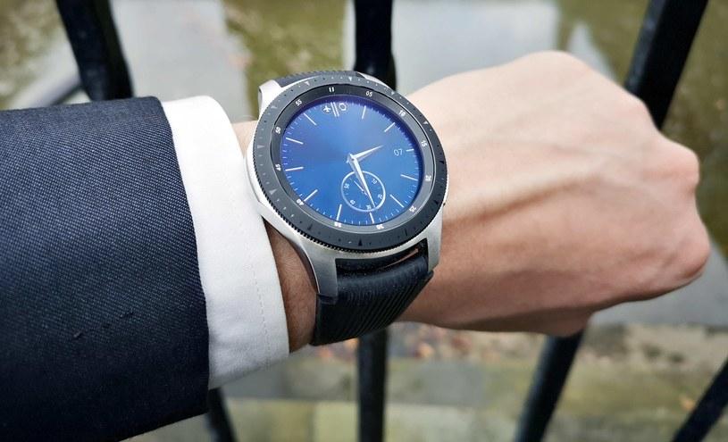 Samsung Galaxy Watch - opcja zmiany wyglądu tarczy zegarka ma swoje mocne strony, możemy dopasować jego wygląd do okazji /INTERIA.PL