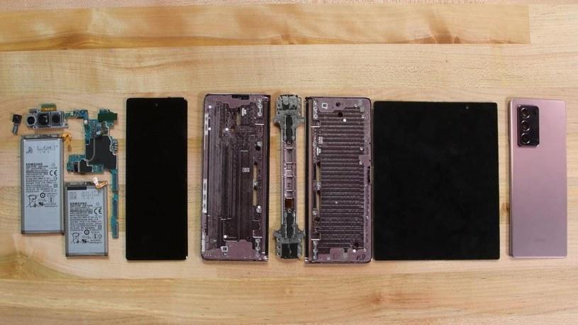 Samsung Galaxy Z Fold 2 rozebrany / fot. iFixit /materiał zewnętrzny