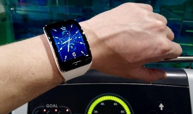 Samsung Gear S - smartwatch, który obecnie kosztuje około 1399 zł /INTERIA.PL