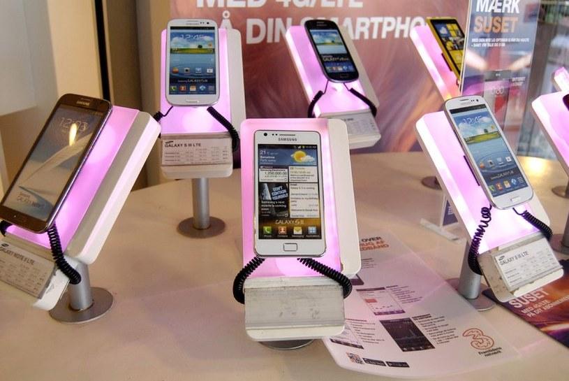 Samsung nadal pozostaje liderem sprzedaży smartfonów /123RF/PICSEL