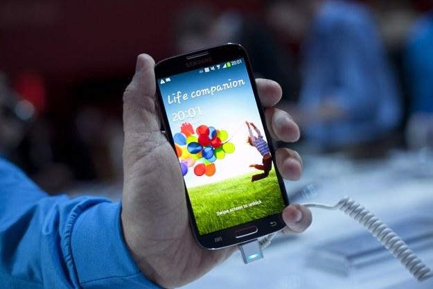 Samsung nadal prowadzi w rankingu popularności smartfonów, a wszystko dzięki Galaxy S 4 /AFP
