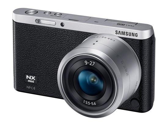 Samsung NX Mini z obiektywem NX-M 9-27mm F3.5-5.6 ED OIS. /materiały prasowe